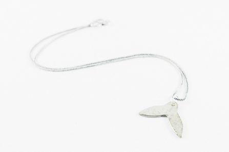 Collar cola de ballena pequeño alpaca con cadena