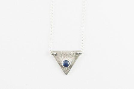 Collar triángulo con lapislázuli