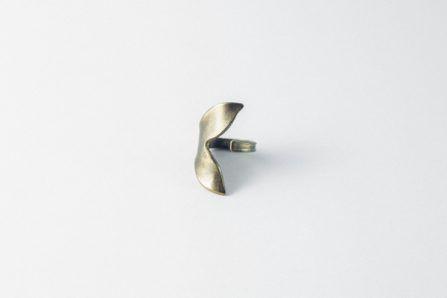 anillo cola de ballena latón