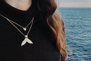 Collar cola de ballena dorado