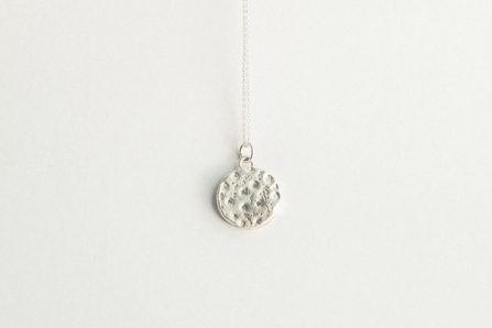 collar A{mar} plata